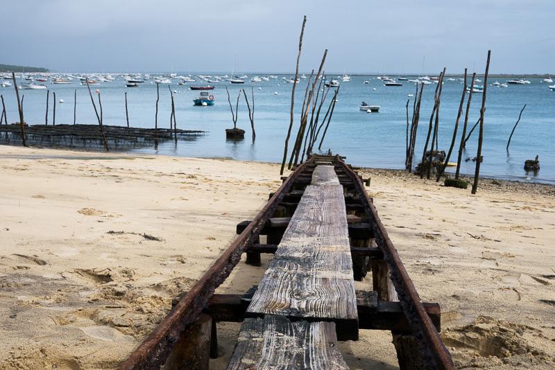 La plage du port d'ostréiculteurs du village de l'herbe