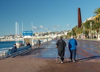 La marche nordique sur la promenade des Anglais à Nice