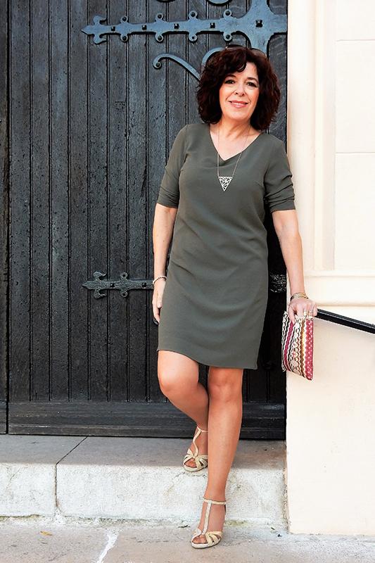 La robe en version chic avec des talons et une pochette