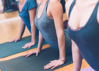 Des seins fermes avec le Yoga